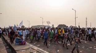 Waandamanaji wa upinzani nchini DRC wakiwa kwenye barabara za jiji la Kinshasa.
