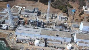 La centrale nucléaire japonaise de Fukushima Daiichi le 24 mars 2011, après la catastrophe.