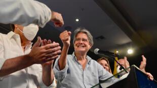 Guillermo Lasso, le candidat conservateur remporte le second tour de la présidentielle du 11 avril en Équateur.