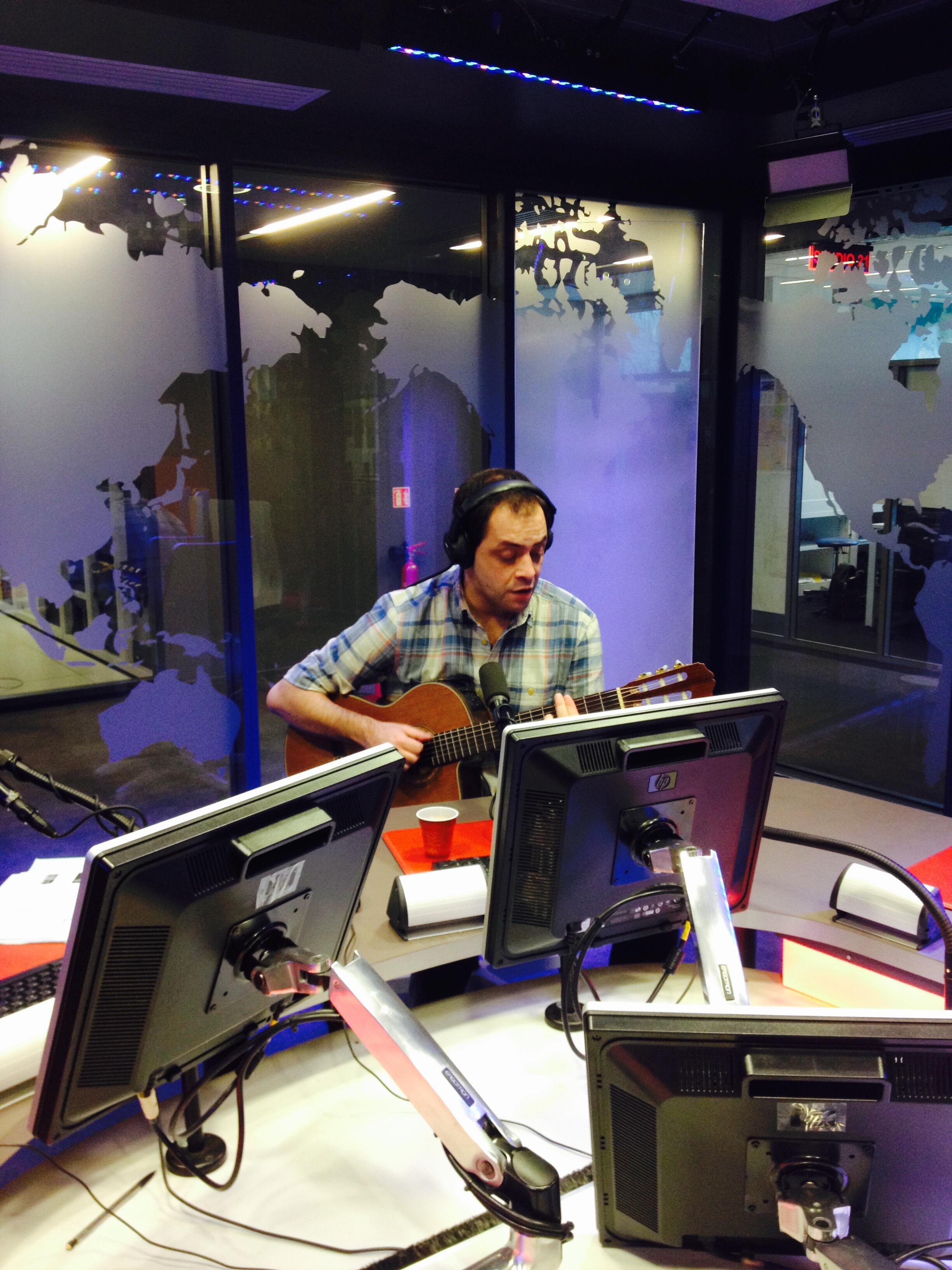 António Zambujo no estúdio da RFI