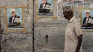 Des affiches de campagne à l'effigie du leader de l'opposition, Soilihi Mohamed, alias «Campagnard», dans le village de Domoni, le 20 mars 2019 (Photo d'illustration).
