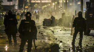 Les manifestants antigouvernementaux bloquent régulièrement les routes depuis fin avril, rendant plus difficile l'exportation de café. Ici, lors d'une manifestation à Medellin, le 9 juin 2021.