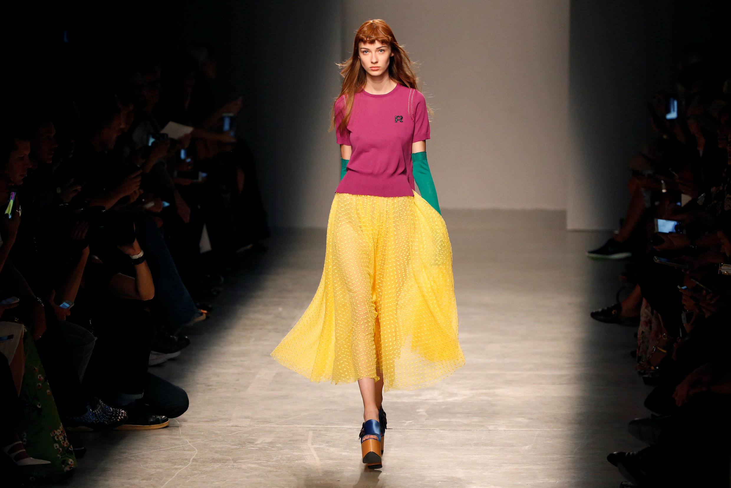 A model presents a creation by Italian designer Alessandro Dell'Acqua for fashion house Rochas as part of the Spring/Summer 2017 women's ready-to-wear collection during Fashion Week in Paris, France, September 28, 2016.
