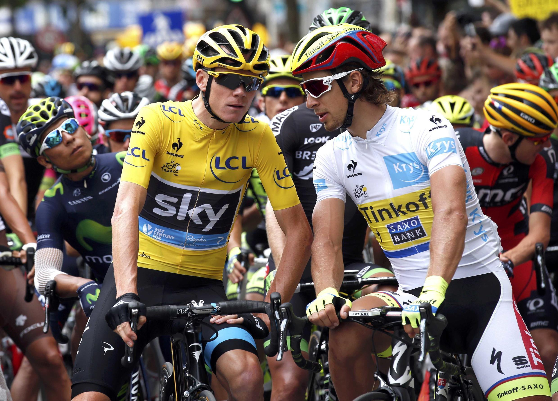 Chris Froome (g.) et Peter Sagan lors du départ de la 8e étape à Rennes.