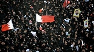 Manifestações de xiitas tomaram conta das ruas do Barein às vésperas do GP,  como aqui, em Muharraq, nessa quinta-feira.