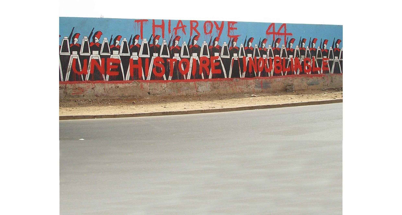 Fresque murale à Dakar, au Sénégal, commémorant le massacre de Thiaroye en 1944.