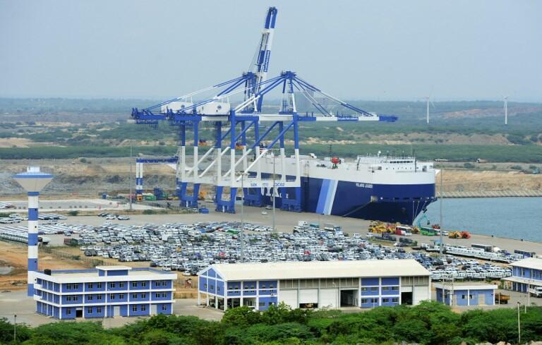 Một cảnh cảng nước sâu Hambantota, Sri Lanka.