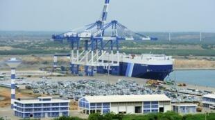 Một góc cảng Hambantota, Sri Lanka.