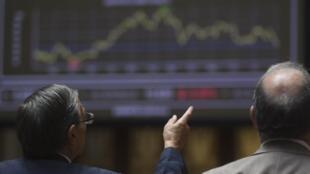 Todas as atenções estão voltadas para as abertura das principais bolsas mundiais nesta segunda-feira.