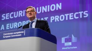Ủy viên Châu Âu đặc trách vấn đề an ninh Julian King họp báo ngày 18/10/2017 tại Bruxelles, Bỉ.