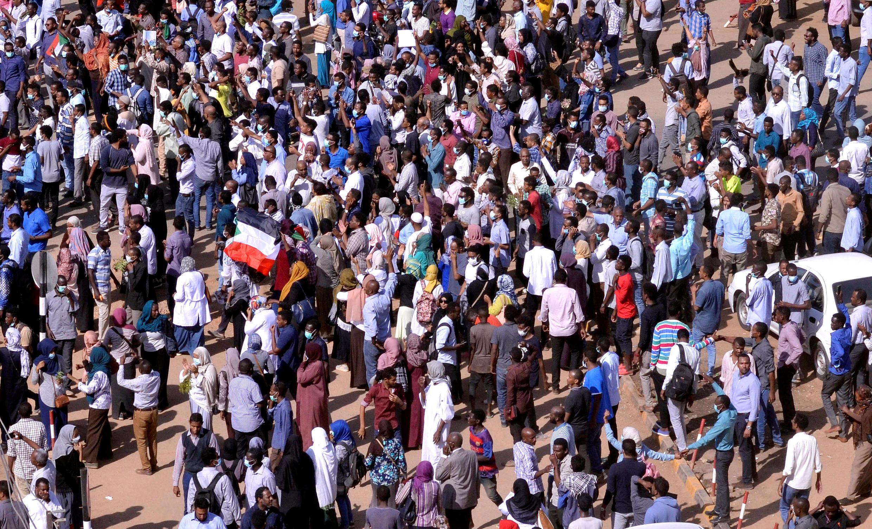 Des manifestants soudanais dans la rue lors de manifestations anti-gouvernementales à Khartoum, au Soudan, le 25 décembre 2018.