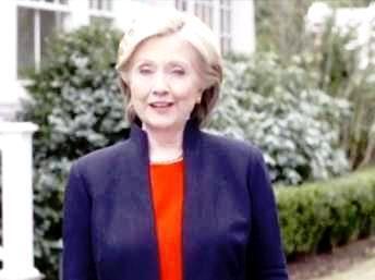 Dans la vidéo, Hillary Clinton apparaît simplement vêtue, devant une petite maison blanche typique, symbole de la fameuse classe moyenne tant convoitée (capture d'écran).