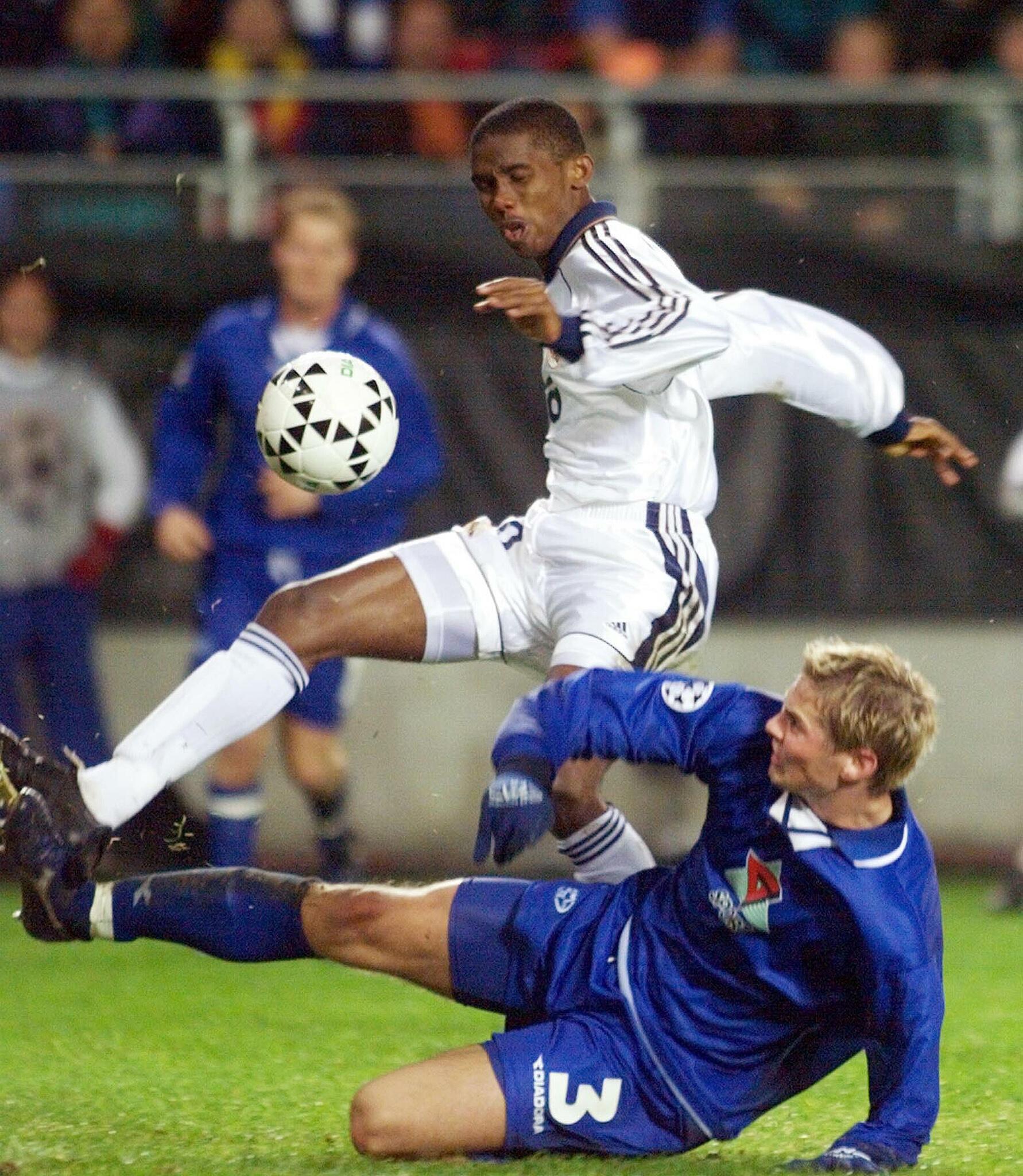 Samuel Eto'o sous les couelurs du Real Madrid, en 1999.