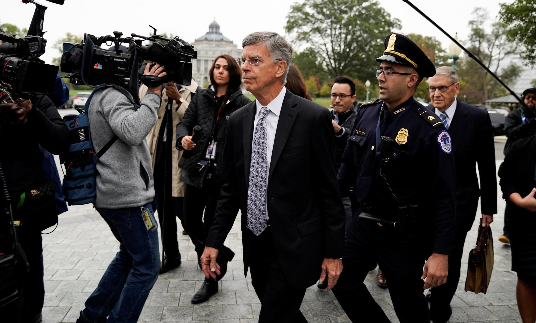 Đại sứ Mỹ tại Ukraina, ông Bill Taylor, trên đường đến Hạ Viện Hoa Kỳ, Washington, để trả lời thẩm vấn, ngày 22/10/2019.