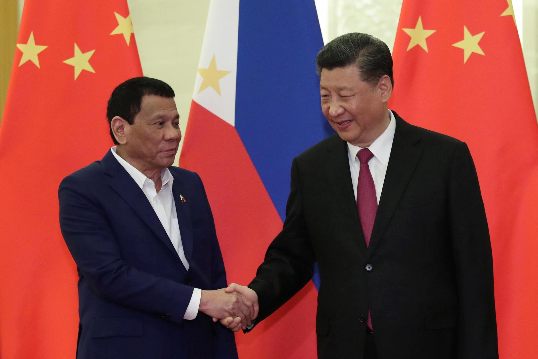 Tổng thống Philippines Rodrigo Duterte (T) và chủ tịch Trung Quốc Tập Cận Bình tại Bắc Kinh ngày 25/04/2019.