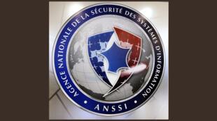 Logo de l'Agence nationale de la sécurité des systèmes d'information (ANSSI). En France, les différents secteurs d'importance vitale ont pour obligation légale de se protéger contre la piraterie informatique.