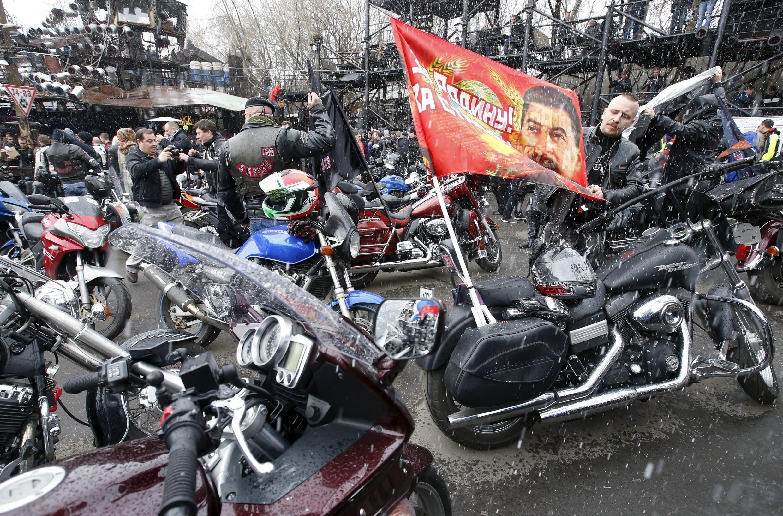 Члены российского мотоклуба «Ночные волки»
