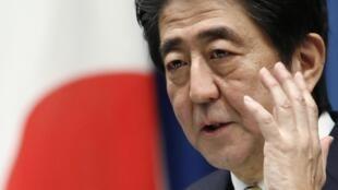 Devant la situation économique du pays, le Premier ministre japonais, Shinzo Abe, a décidé de reporter la deuxième hausse de la TVA, prévue pour 2015.