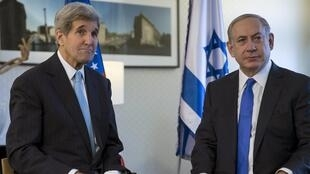 John Kerry et Benyamin Netanyahu, lors de leur entretien à Berlin, le 22 octobre 2015.
