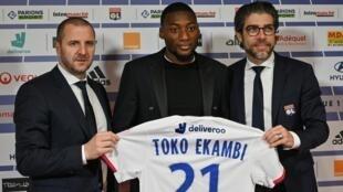 L'attaquant camerounais Karl Toko-Ekambi, présenté à la presse après sa signature à l'Olympique lyonnais, le 21 janvier 2020.