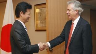 美国副国务卿伯恩斯在东京外交部会见日本外长玄叶光一郎,2012年10月15日。