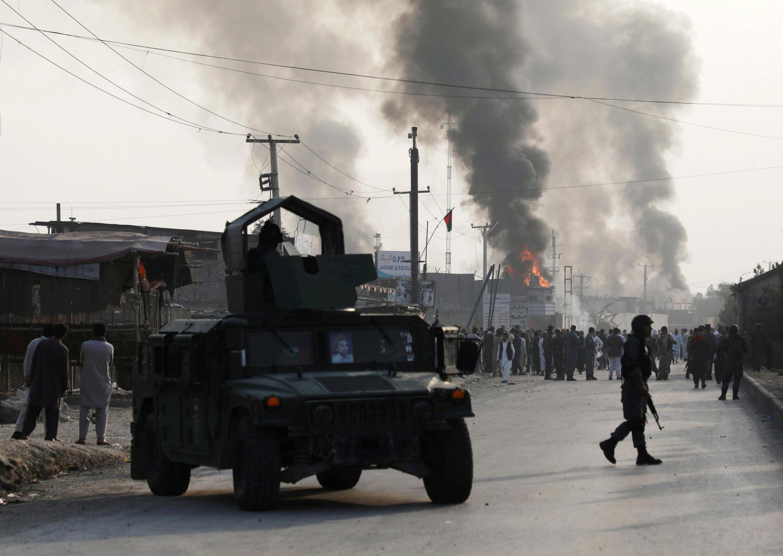 در حمله انفجاری یک تراکتور متعلق به گروه طالبان که شامگاه دوشنبه دوم سپتامبر/۱۱ شهریور در کابل صورت گرفت، دستکم ۱۶ غیرنظامی کشته و بیش از صد نفر زخمی شدند.