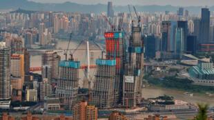 重庆正在建设中的商贸大楼 2017.6.13