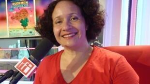 Adriana Reséndiz en los estudios de RFI
