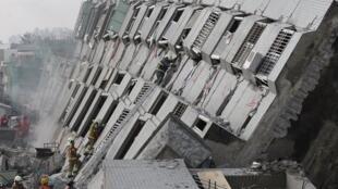 台南地震造成不少楼房损毁