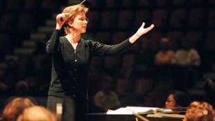 Elisabeth Askren, chef d'orchestre.