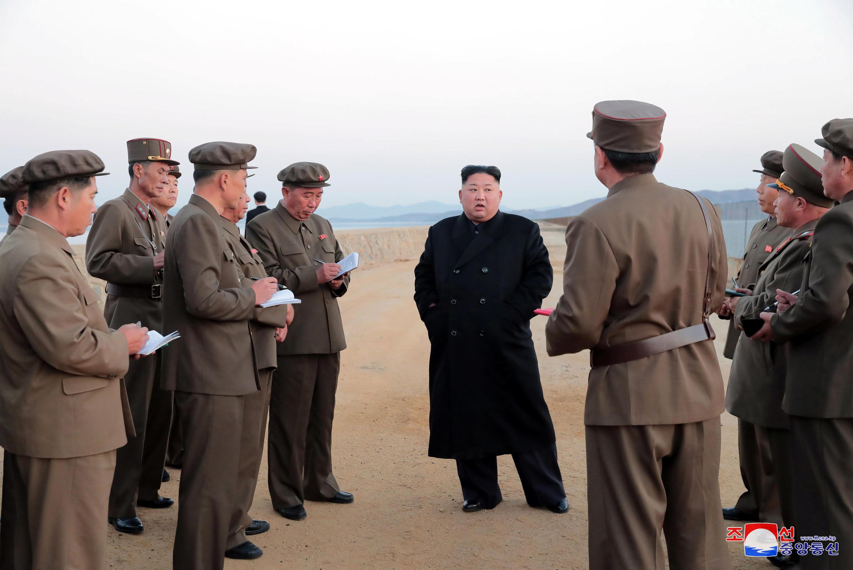 Kim Jong Un durante la prueba de una arma de alta tecnología, este 16 de noviembre de 2018.