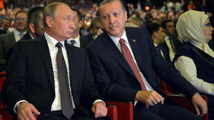 Russian President Vladimir Putin (L) and Turkish President Tayyip Erdogan at the World Energy Congress in Istanbul, Turkey, October 10, 2016.