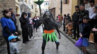 Festival Zambo à Tripoli qui coincide avec la célébration de la Pâques chrétienne à Tripoli, au Liban. Ce festival, d'origine brésilienne, a été importé du Brésil où vit la plus importante communauté libanaise expatriée.
