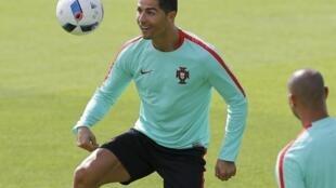 Cristiano Ronaldo na Portugal na neman lashe wa kasarsa gasar cin kofin kasashen Turai a bana