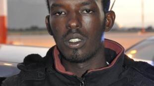 Elmi Mouhamaud Muhidin, est Somalien. Il a 24 ans et est soupçonné d'avoir organisé le transport de migrants dans un bateau qui a coulé début octobre près de Lampedusa, faisant 366 morts.