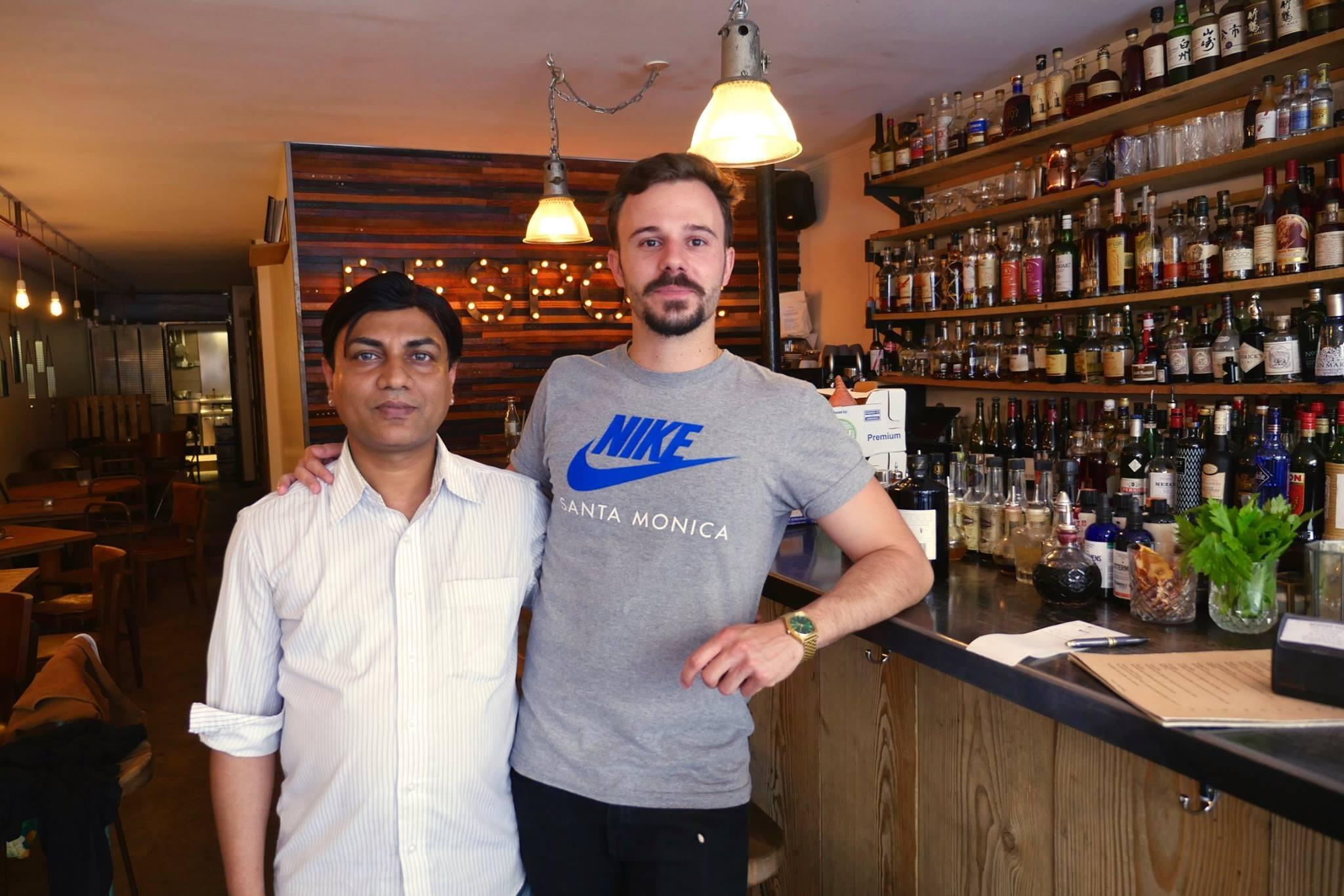 Nicolas, dono do Bespoke Cocktail, gostou tanto do trabalho do indiano Keshar que decidiu contratá-lo.