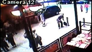 A polícia americana divulgou imagens do suspeito pelo atentado frustrado com um carro-bomba no centro de Nova Iorque, captadas por câmeras de segurança.
