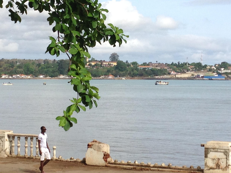 Zona ribeirinha de São Tomé.