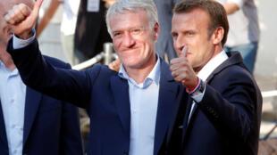 Rais wa Ufaransa Emmanuel Macron na kocha wa timu ya taifa ya Ufaransa Didier Deschamps 2018