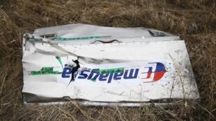 Một mảnh vỡ của chuyên cơ dân dụng MH17, hãng Malaysia Airlines, bị bắn nổ tung trên không phận Ukraina, ngày 17/07/2014.