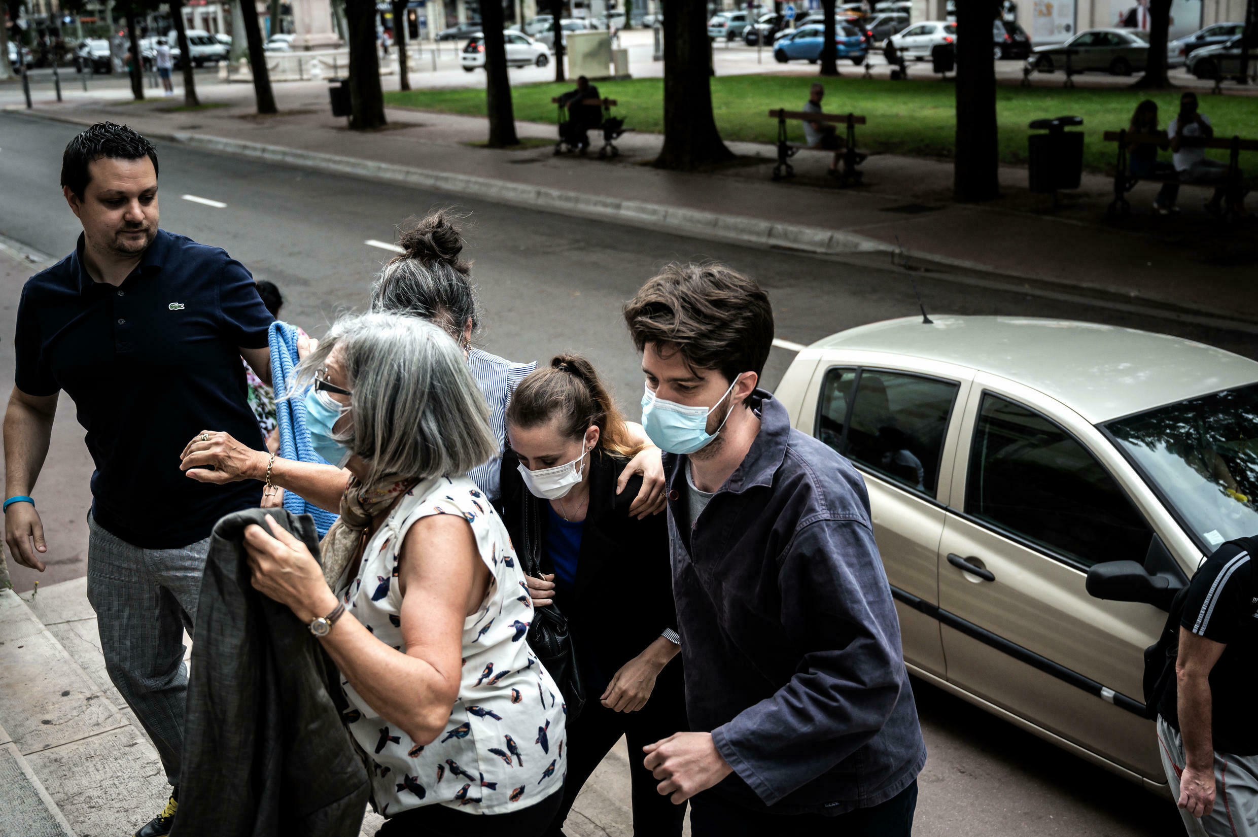 Valerie Bacot (C) arrives flanked by relatives at the Chalon-sur-Saone Courthouse