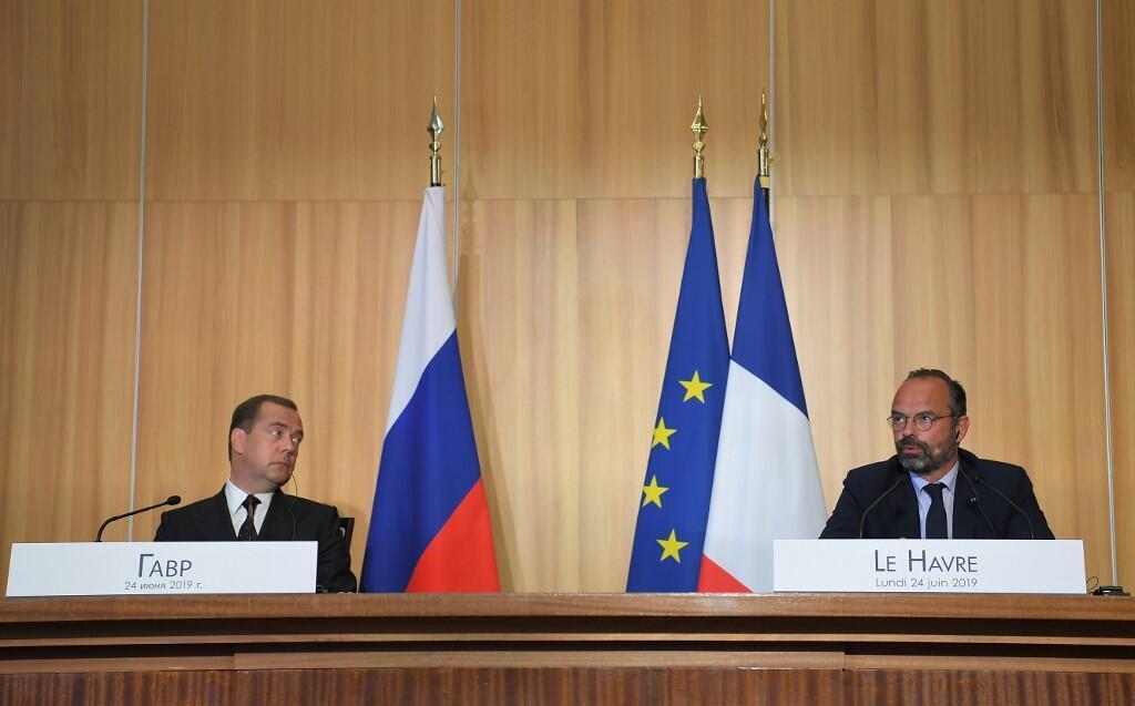 Премьер-министры Франции и России Эдуар Филипп и Дмитрий Медведев на пресс-конференции в Гавре 24 июня 2019