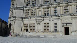 Le château de Grignan, dans le département de la Drôme.