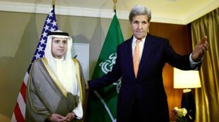 Le chef de la diplomatie américaine John Kerry, avec son homologue saoudien Adel al-Joubeir, lundi 2 mai 2016 à Genève.
