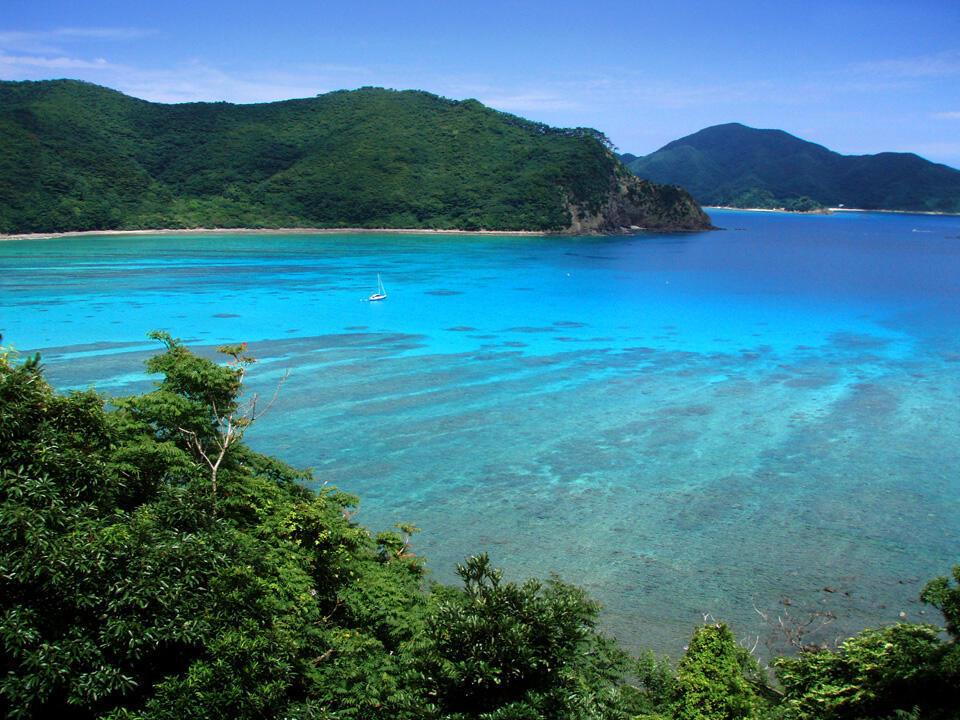 Dân cư cụm đảo Amami-Oshima, tây nam Nhật Bản, lo ngại thảm họa dầu Sanchi. Trong ảnh, một đảo nhỏ thuộc cụm đảo Oshima.