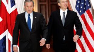 'Le acompañaré, pase lo que pase', dijo Blair al presidente estadounidense George W. Bush en una nota del 28 de julio de 2002, un año antes de la invasión de Irak.