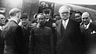 Ông Hồ Chí Minh tại Paris năm 1946.