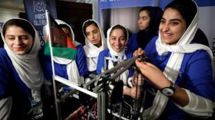 """تیم روباتیک افغانستان چند هفته پیش در مسابقات بین المللی روباتیک در آمریکا شرکت کردند که در این مسابقات موفق به کسب مدال """"نقره شجاعت"""" گردید."""