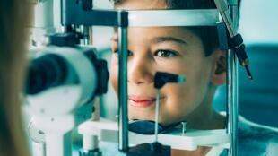 Dès le plus jeune âge, les enfants peuvent être atteints de pathologies oculaires susceptibles de nuire à leur développement.