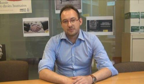 """Aymeric Elluin, directeur de la campagne """"Armement et impunité à Amnesty International."""